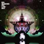 Der ehemalige Oasis Sänger Noel Gallagher bringt mit Black Star Dancing eine neue Single heraus. Die gleichnamige EP erscheint im Juni.